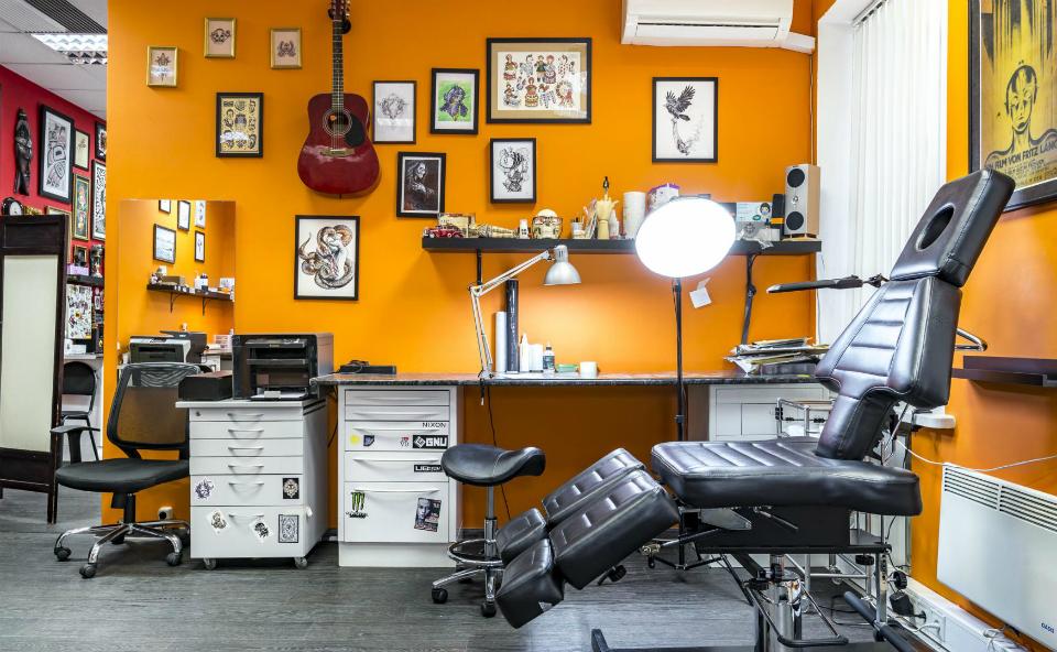 Для получения лицензии на тату-салон нужно подобрать правильное помещение